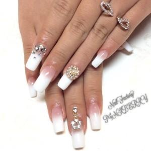 white nail☆★